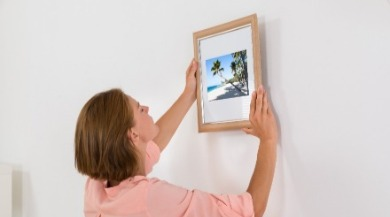 woman hanging photo | Sunset Vacations