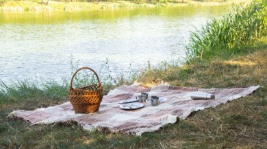 picnic by a lake | Sunset Vacations